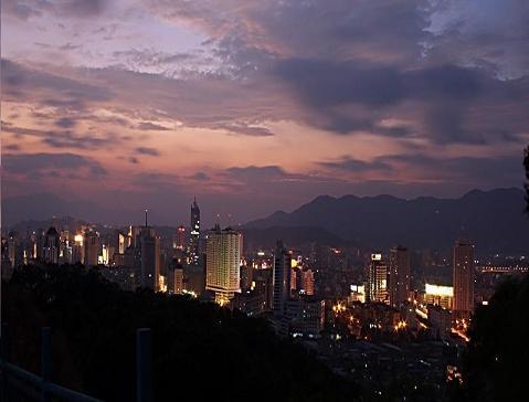 the city of Fuzhou in China by night