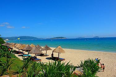 Sanya beach, Hainan Island, China><br>  Sanya<br>  <br><br>  <font face=