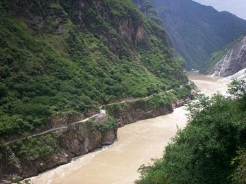 view from the road at the tiger leaping gorge