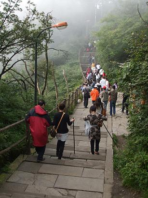 emei shan walking to the summit