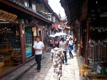narrow streets in old town Lijiang