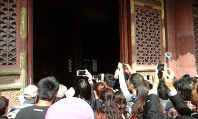 people take pictures in the palace