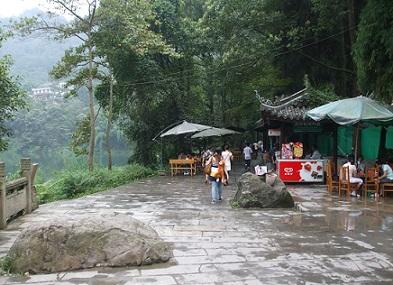 hiking on the emeishan mountain Chengdu