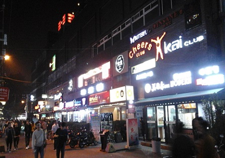 nightlife in sanlitun clubs and cafe's