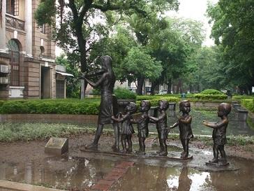 shamian-island statue